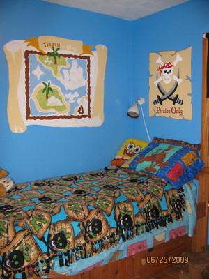 tom's room